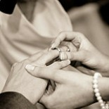 8 THINGS TO CONSIDER WHEN BUYING YOUR WEDDING RINGS